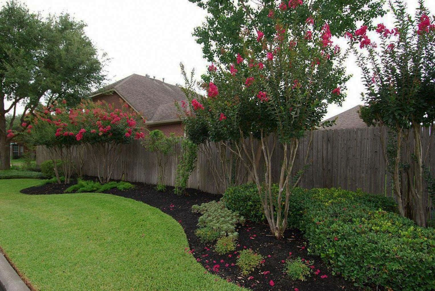 Modern Fence Ideas For Your Backyard Privacy Fence Landscaping Fence Landscaping Privacy Landscaping Backyard landscaping ideas with fence