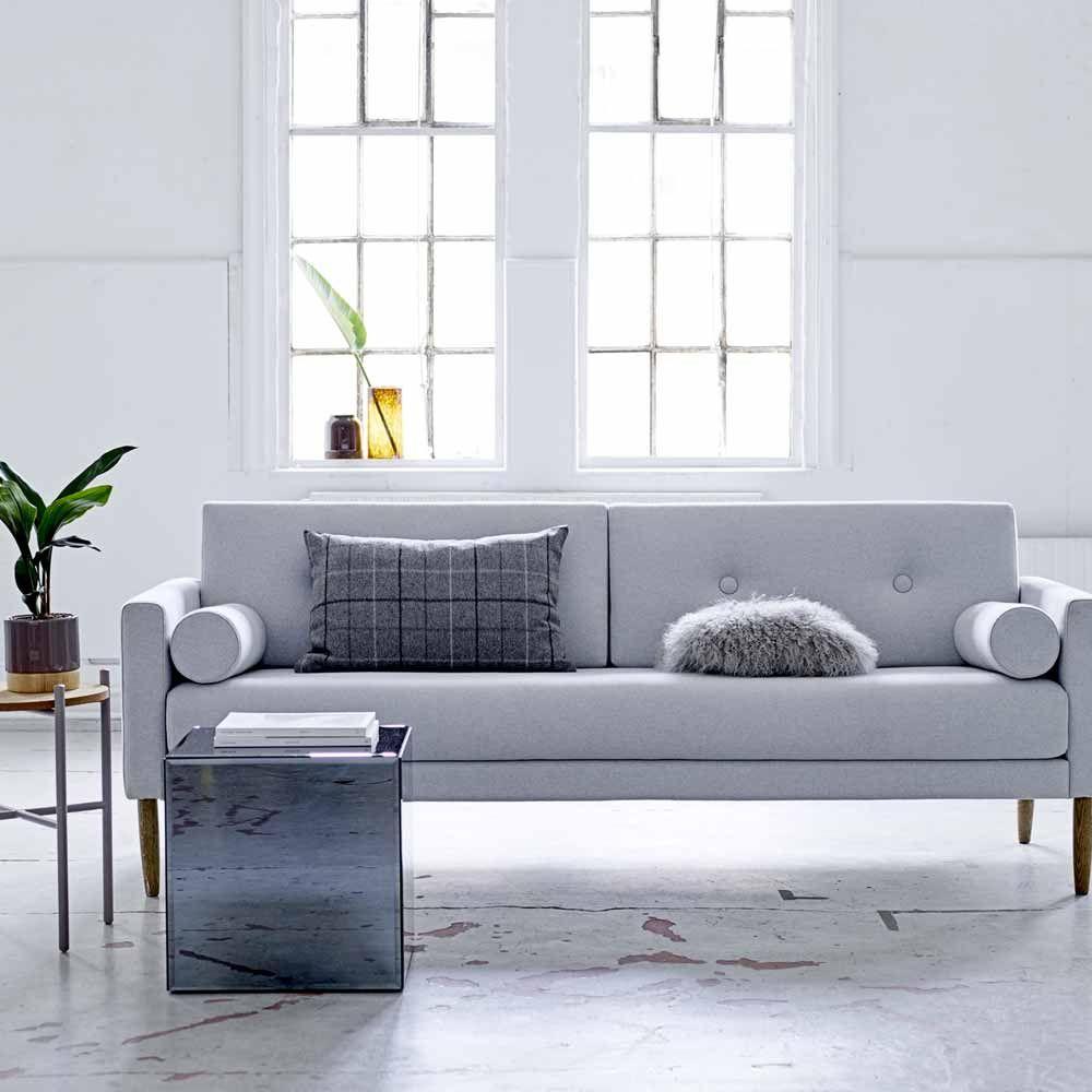 Hellgraues Sofa Im Skandinavischen Design Www Milanari Com Sofa Design Skandinavische Mobel Wohnzimmer Dekor
