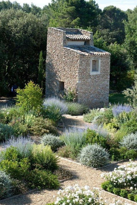 kiesbeet anlegen mediterran-blumen-gartenwege-ideen-romantik-natur - mediterraner garten anlegen