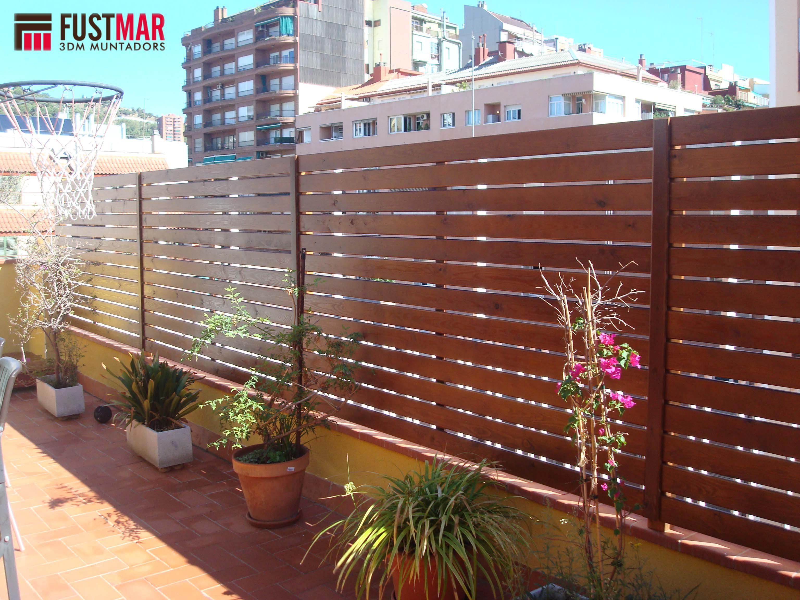 Valla de madera tratada con color nogal formada por - Vallas para terrazas ...