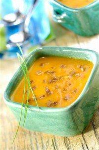 Kürbis-Kastaniensuppe Die leckerdte Kürbissuppe für den Herbst. Für Liebhaber von Suppe