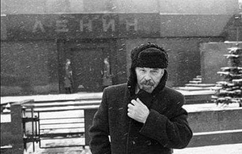 Ленин вышел из мавзолея
