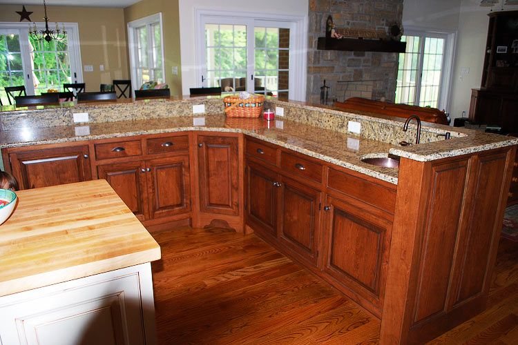 Rustic Cherry Kitchen Cabinets With Butternut Stain This Spacious Island Features Rustic Cherr Rustic Kitchen
