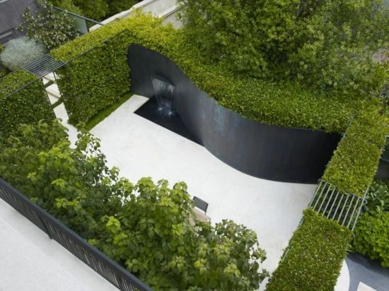 Steinwand Heckenpflanzen Moderne Gartengestaltung Brunnen Wasserspiele