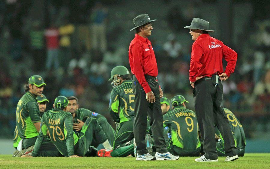 (Photo) Fawad Alam edged Moeen Ali to slip Cricket, Live