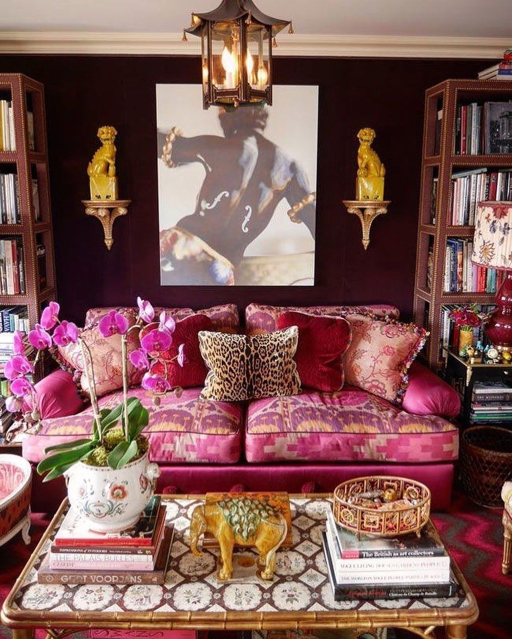 talk about layered interiors 💕💕💕 loving the chocolate