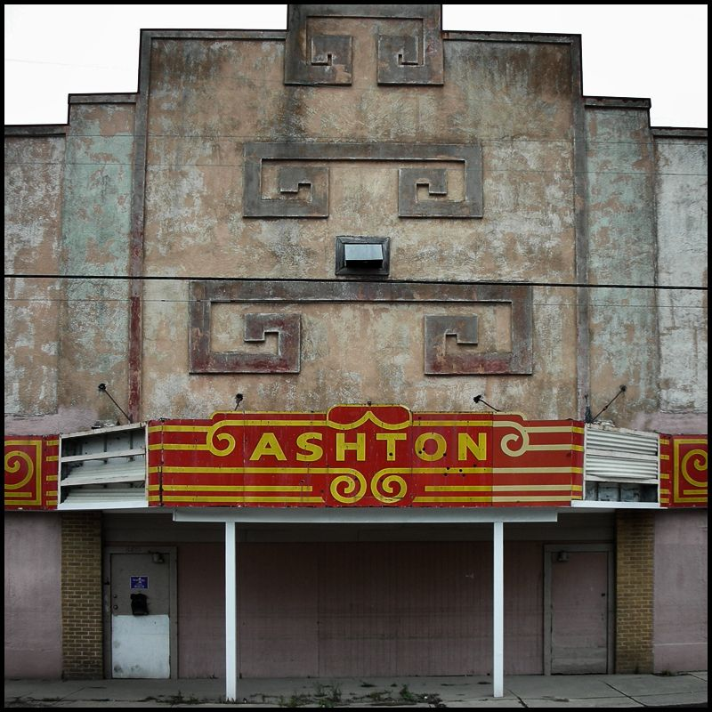 Abandoned Theatre, New Orleans USA, 2006 © Incognita Nom