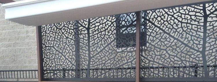 Perforierter Sichtschutzzaun Aus Metall Durchlasst Licht Und Luft