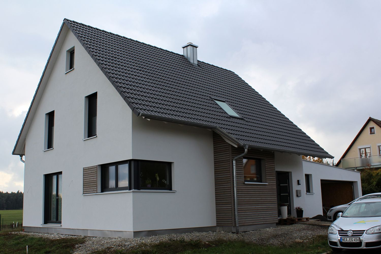 Einfamilienhaus modern Holzhaus Satteldach Gaube mit