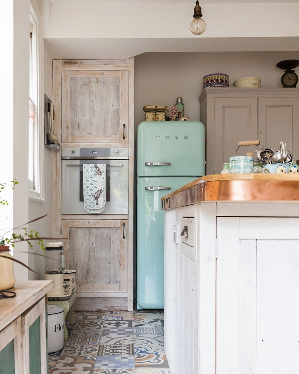 une d co de campagne en beige et bleu pastel d co cuisine retro home decor kitchen. Black Bedroom Furniture Sets. Home Design Ideas