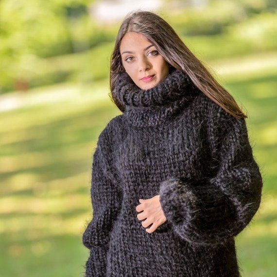 cfcd0d74d5 6 STRANDS Mega thick and fuzzy hand knitted mohair sweater