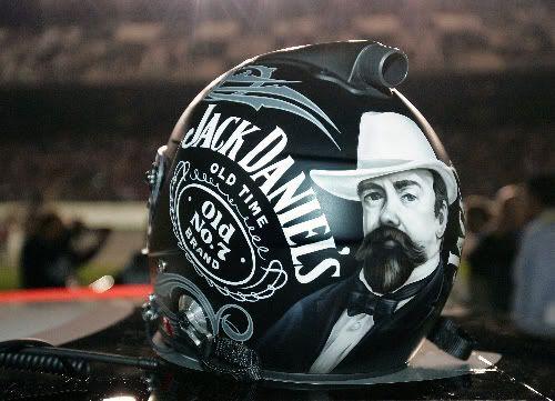 Clint Bowyer S Helmet Pictures I Love This Nascar Helmet Clint Bowyer Jack Daniels Decor