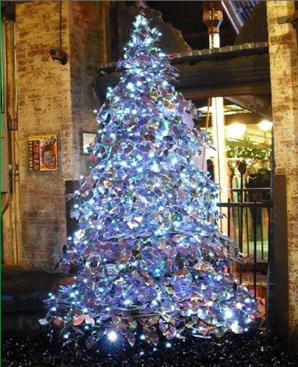 rbol de navidad realizado con cds reciclados