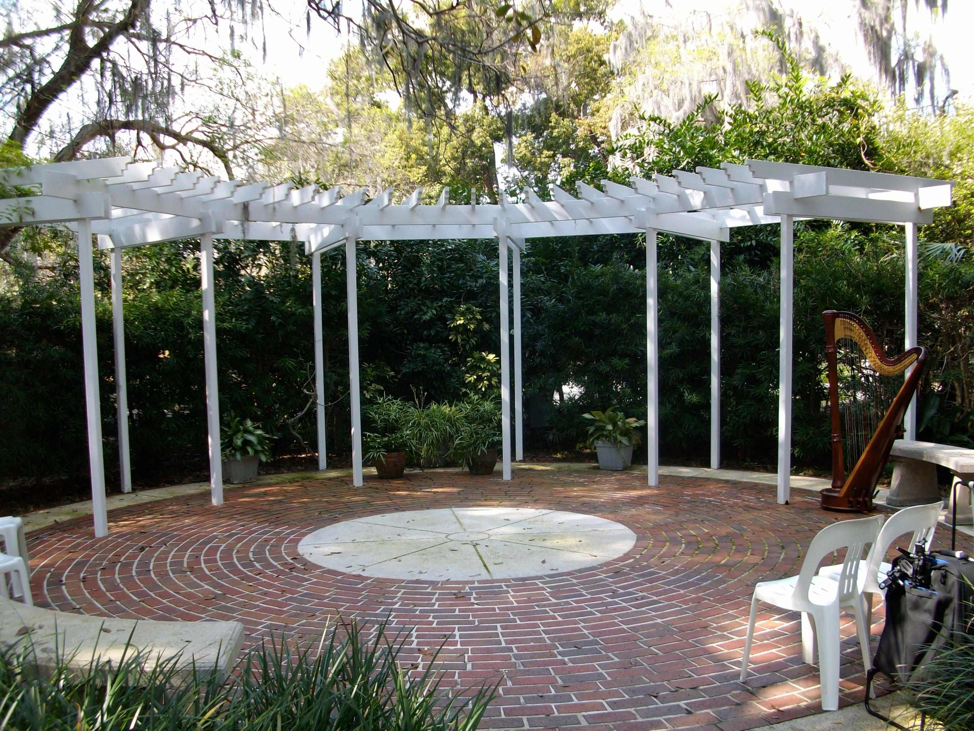 Intimate wedding ceremony at the leu gardens trellis