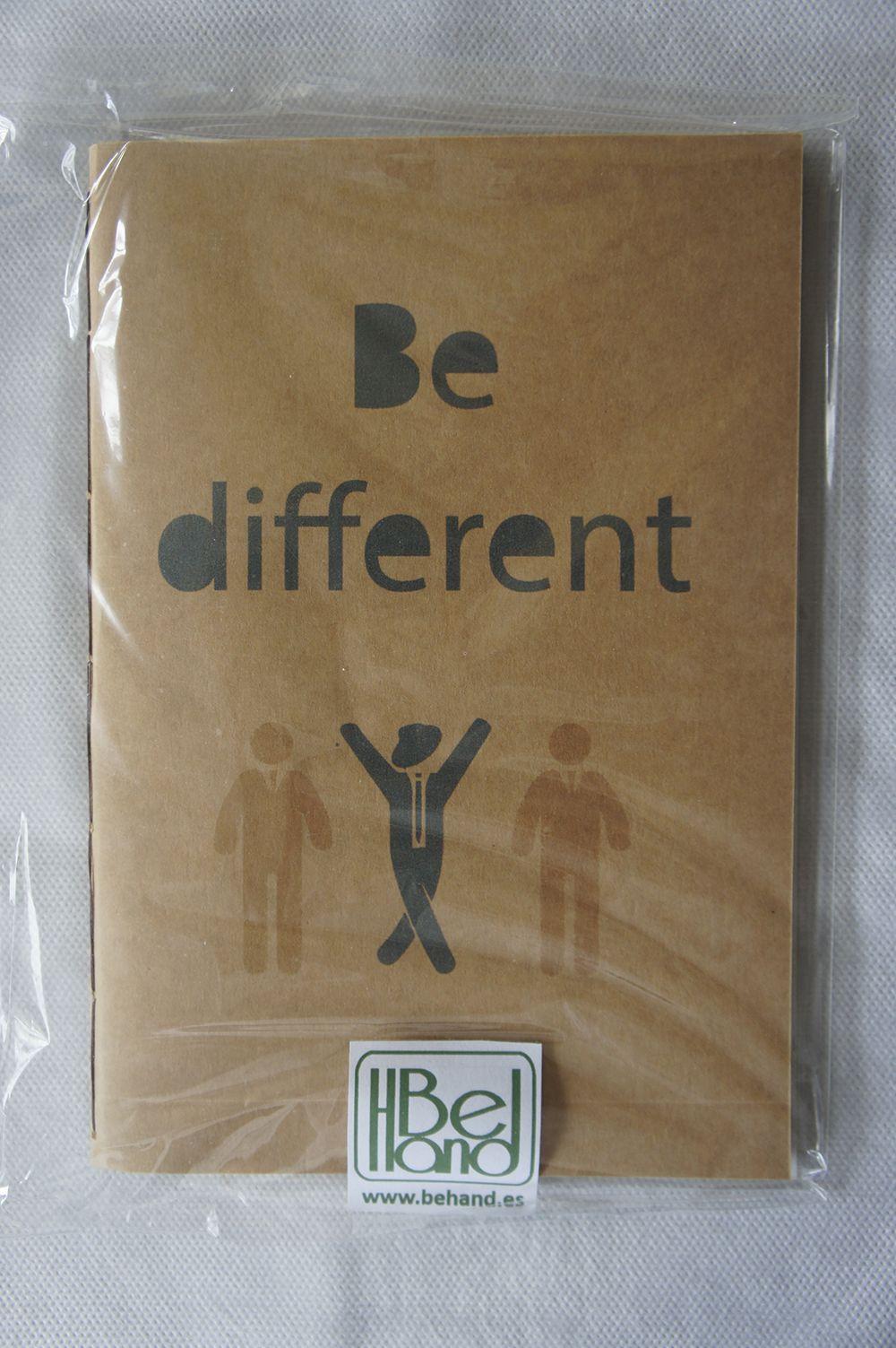 Cuaderno con portada en kraft. Be different. Hecho a mano. Handmade. DIY.