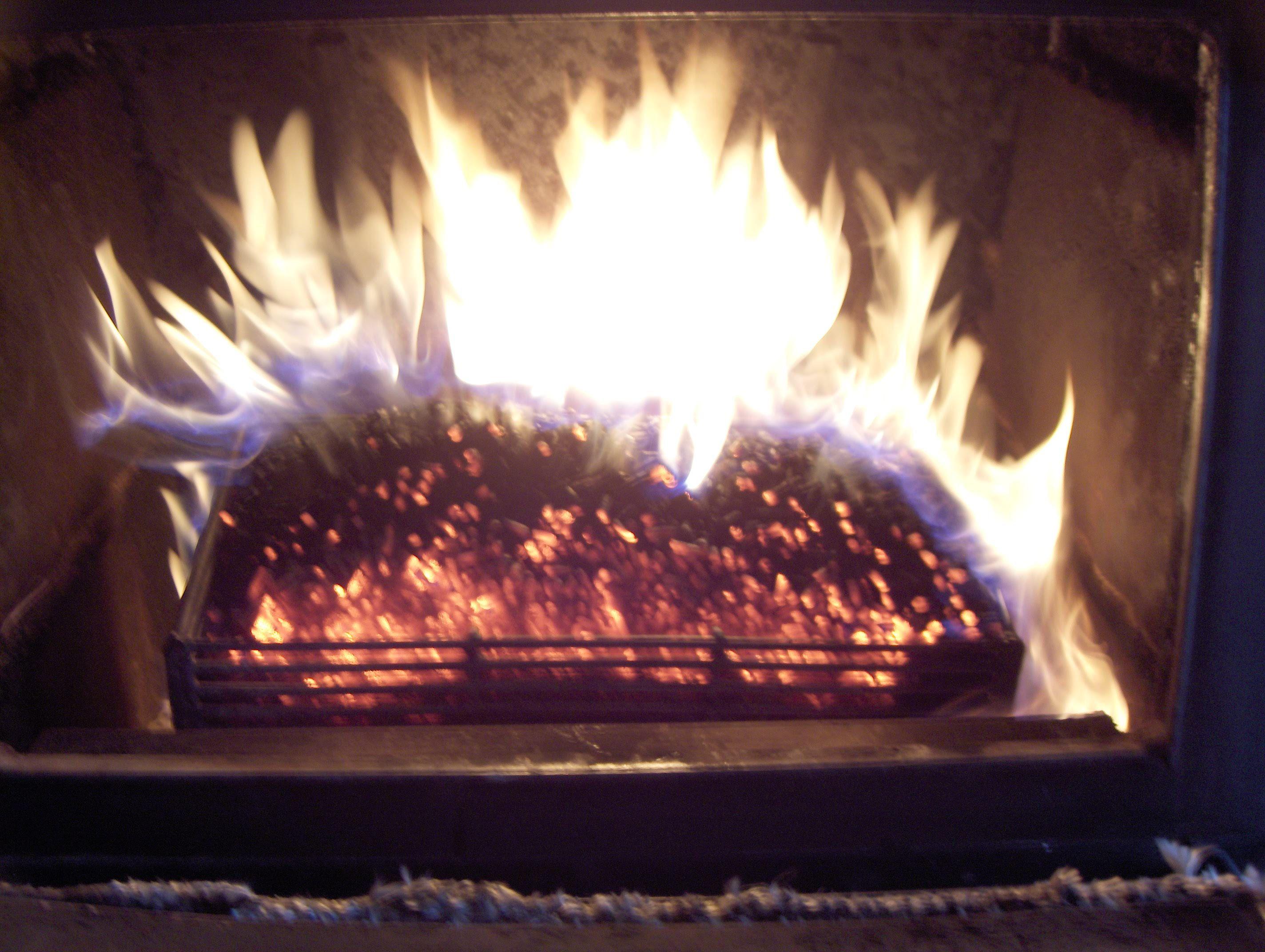 pellet basket burning wood pellets   Wood pellets ...