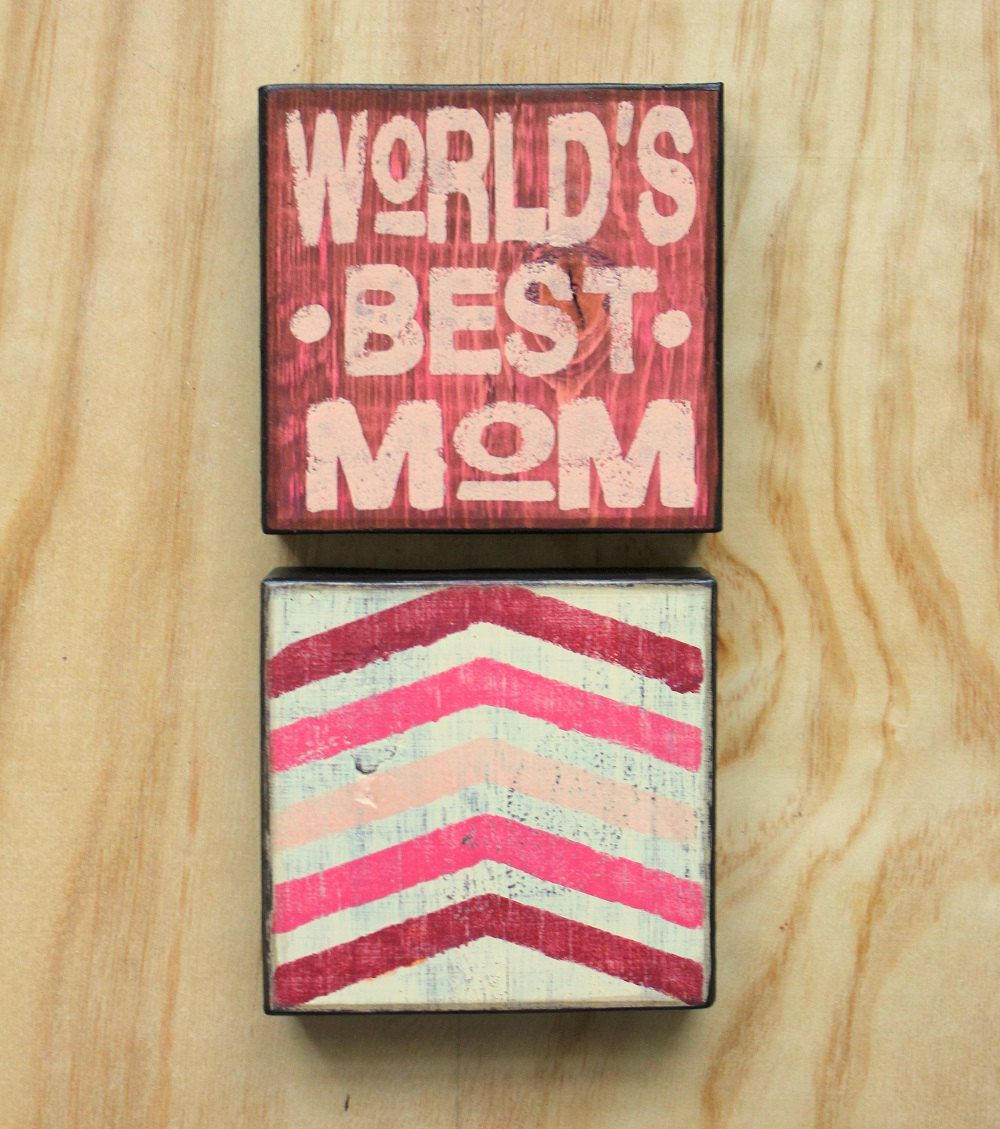 Worldus Best Mom  Painted wood sign  Wall decor  Motherus day