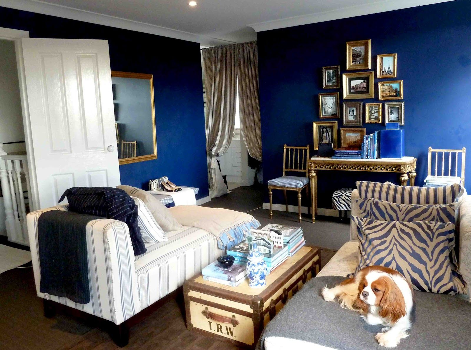 Navy blue rooms but navy ah navy i could live in that for Navy blue family room