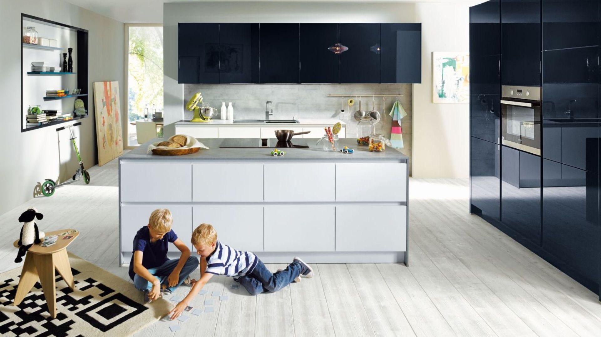 Modna Kuchnia Wybierz Meble Na Wysoki Polysk Sleek Kitchen Blue Kitchen Designs Handleless Kitchen