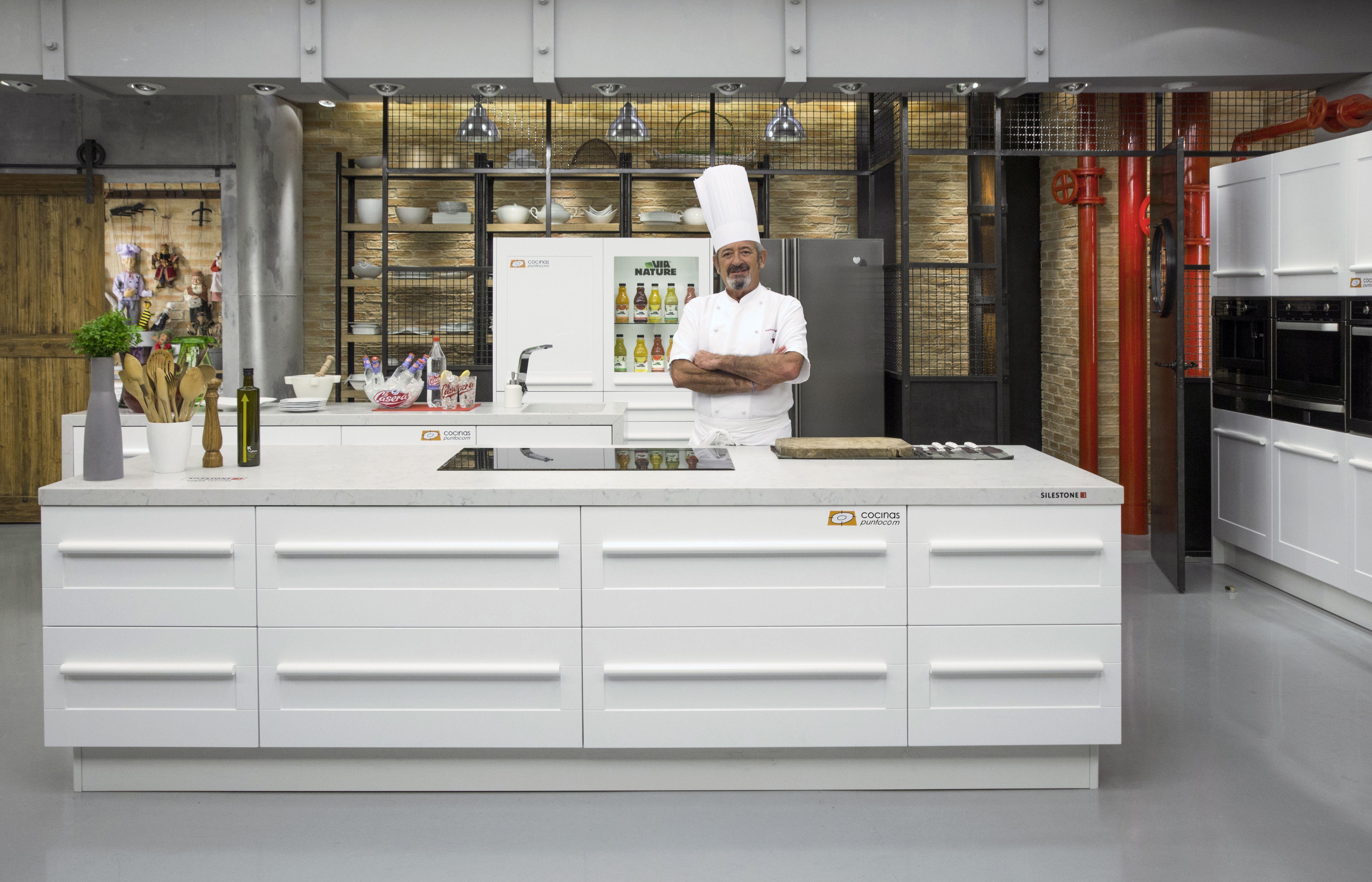 Karlos Arguiñano En Tu Cocina Hoy | Karlos Arguinano En Su Nueva Cocina La Tercera Que Cocinas Com Ha