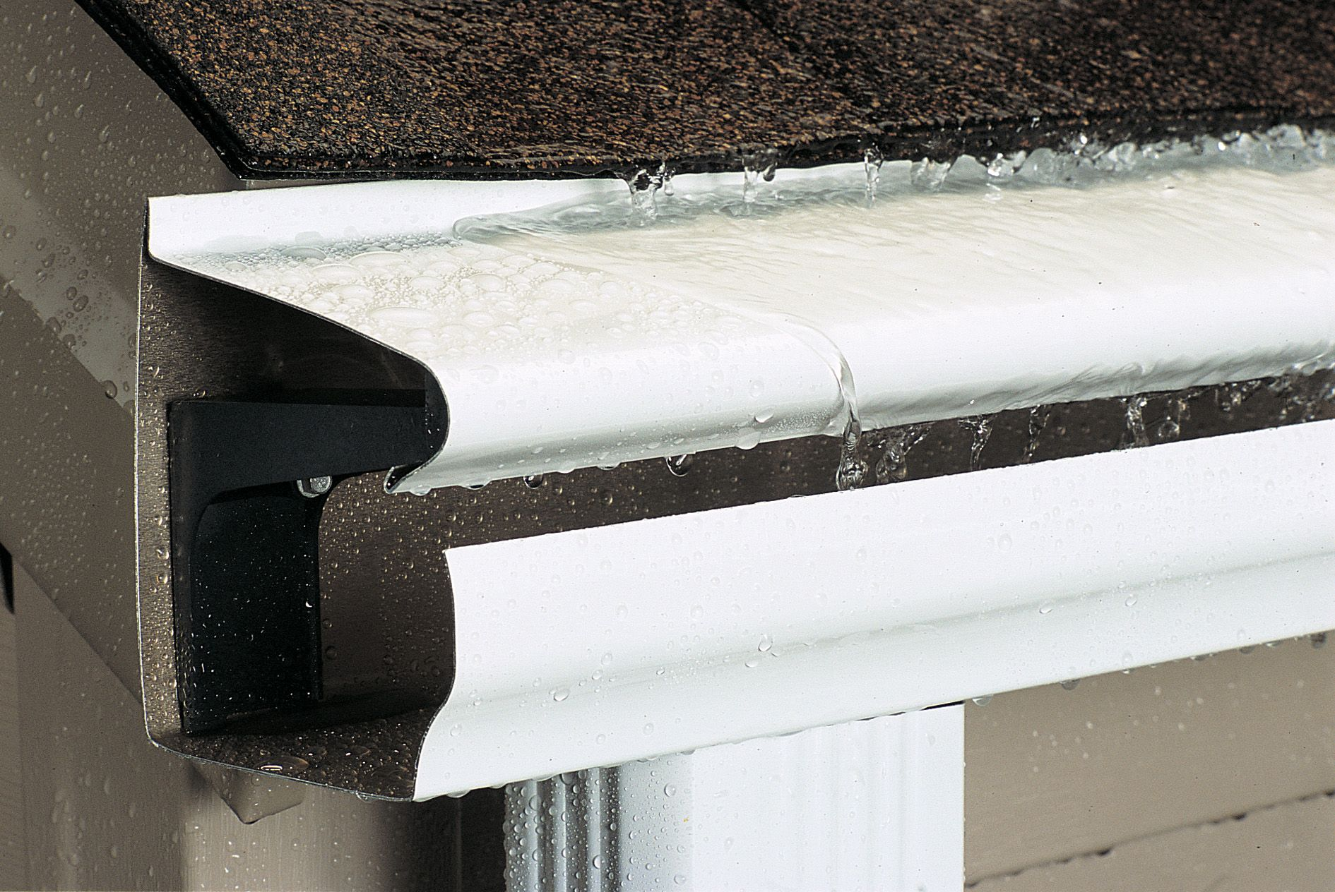 Leafguard Brand Gutters In Iowa Home Solutions Of Iowa Gutters Downspout Seamless Gutters