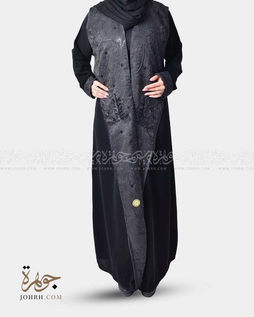 الموديل ١٢٥٧ السعر ٢٤٠ ريال عباية لف بقماش كريب ملكي ولياقه كبيرة تأتي على طول العباءة بقماش اسود مزخرف بتفاصيل لامعة والمشكوك با Fashion Duster Coat Coat