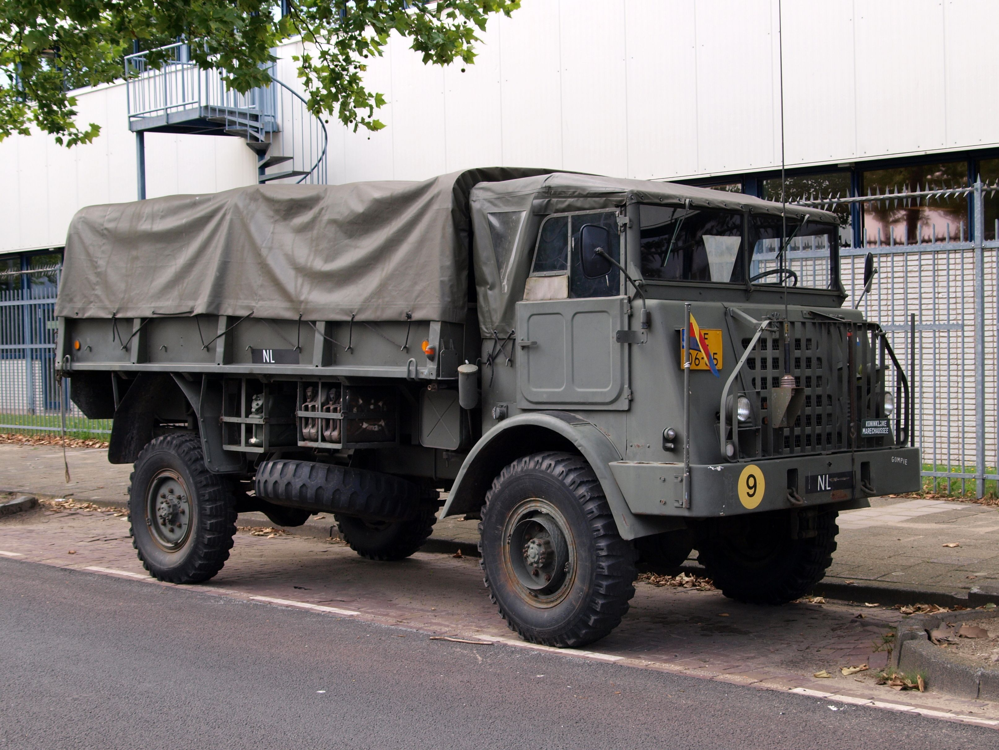 Daf Ya 314 4x4 Counterpart To The Bigger 328 Introduced In 1955 4400 Examples Were Bought As Resupply Trucks Militaire Voertuigen Militair Voertuigen