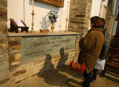 Tumba de Enrique Gil y Carrasco - Iglesia de San Francisco - Villafranca del Bierzo - León - España