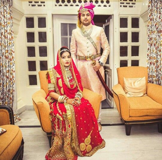 db6a27e500 Lovely rajasthani bride wearing her beautiful eye catching traditional  rajputana wedding dress. She looks simply beautiful 😍
