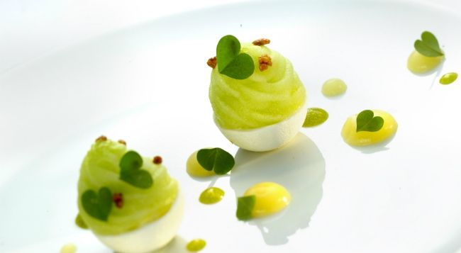 Love the heart-shaped leaves on this dessert