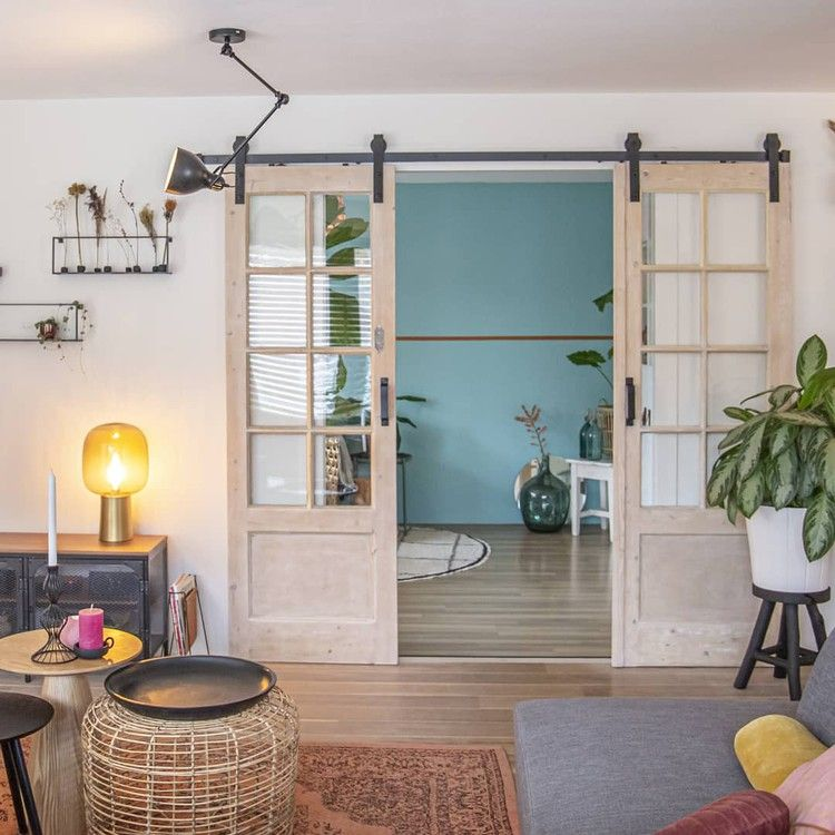 binnenkijken bij meira_athome_ - En kleurrijke mix and match woonkamer.