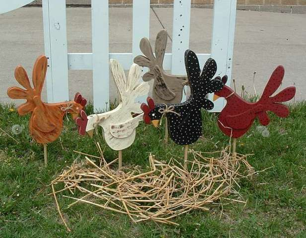Everyone should have a rooster. | Rustic yard decor