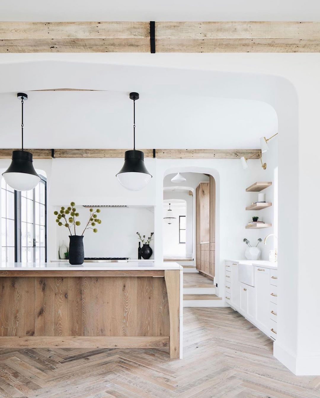 Vivir Design On Instagram We Ve Also Shared Another Angle Of This Breathtaking Kitchen In The Farmhouse Style Kitchen Scandinavian Style Home Home Remodeling