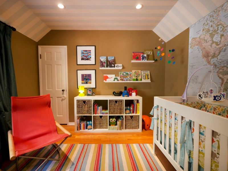 Babyzimmer Gestalten Beige Wandfarbe Landkarte Deko Streifen Teppich Bunt