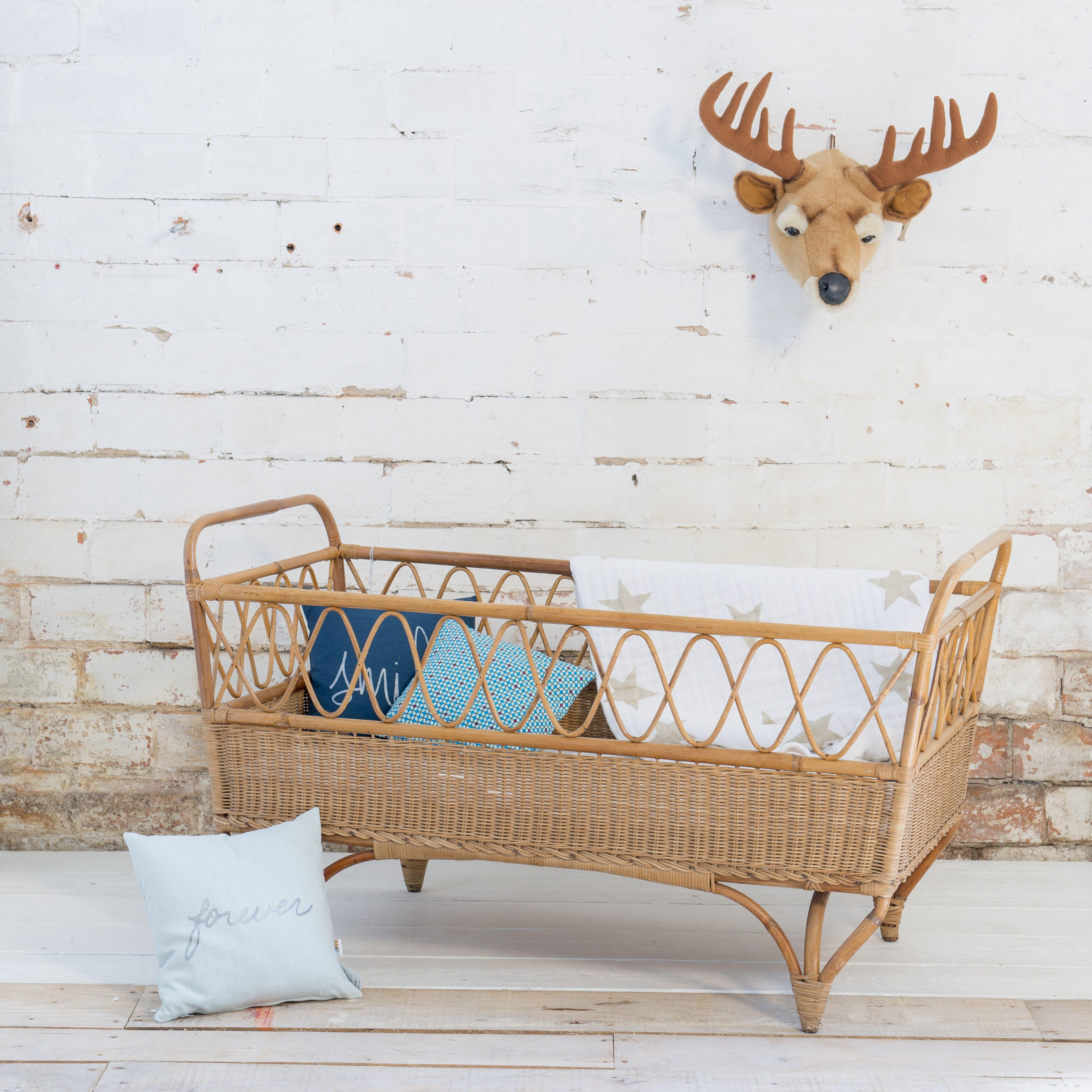 lit rotin berceaux vintage b b blomk l cr ateur de mobilier. Black Bedroom Furniture Sets. Home Design Ideas