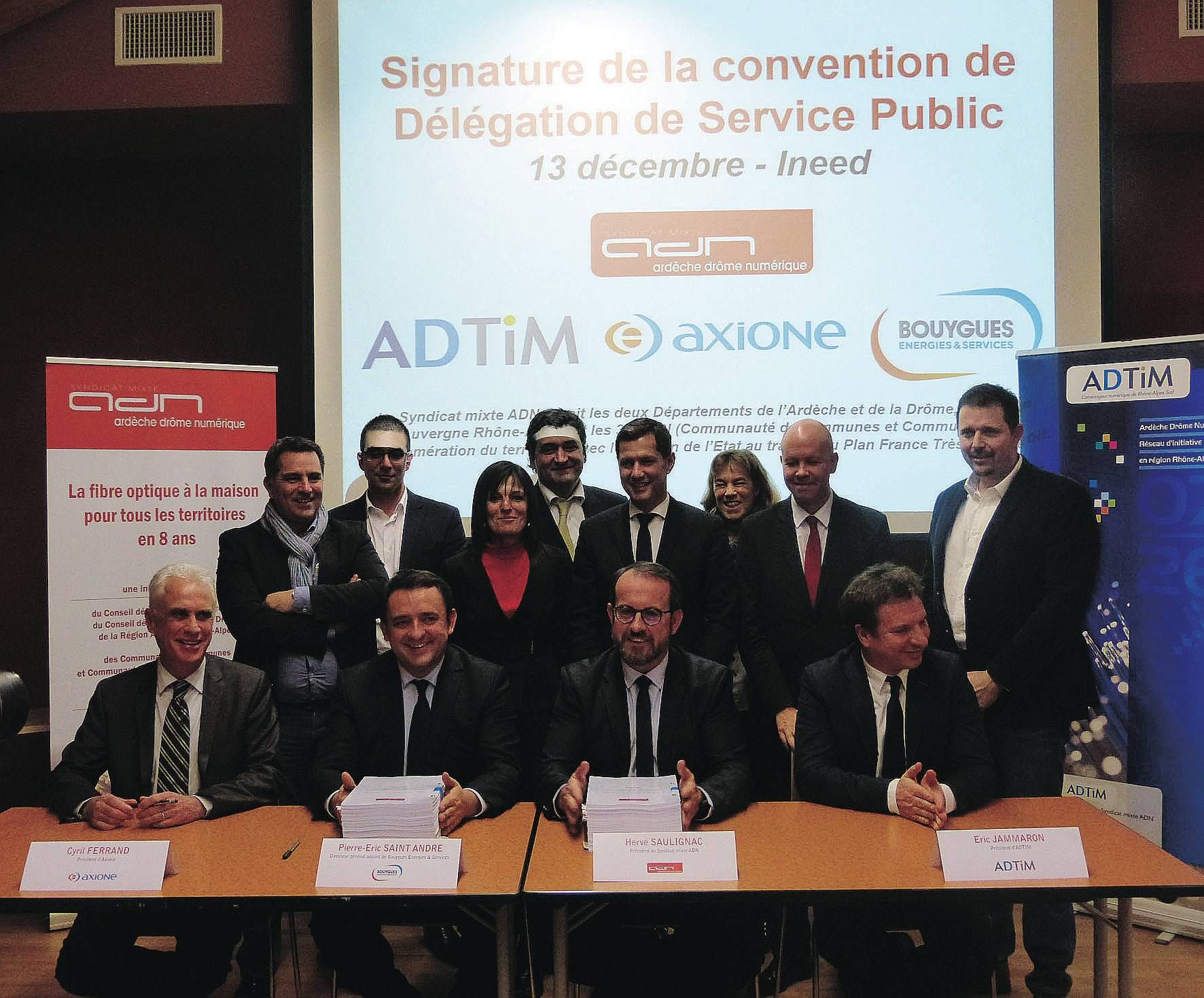 Le président du Syndicat mixte Ardèche Drôme Numérique (ADN), Hervé Saulignac a signé officiellement le contrat de délégation de service public pour l'exploitation du réseau public de fibre optique (FTTH) bi-départemental...