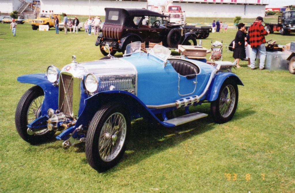 Salmson Supercharged Val3 in foreground, Vauxhall 23/60