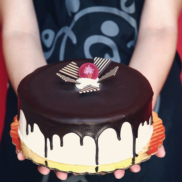 Father's Day is just two weeks away! Plan ahead and order Dad a handcrafted Tall, Dark & Delicious cake at ColdStoneCakes.com.