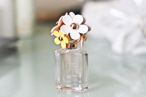 Google Image Result for http://s1.favim.com/orig/19/cute-daisy-fashion-flowers-make-up-Favim.com-202118.jpg