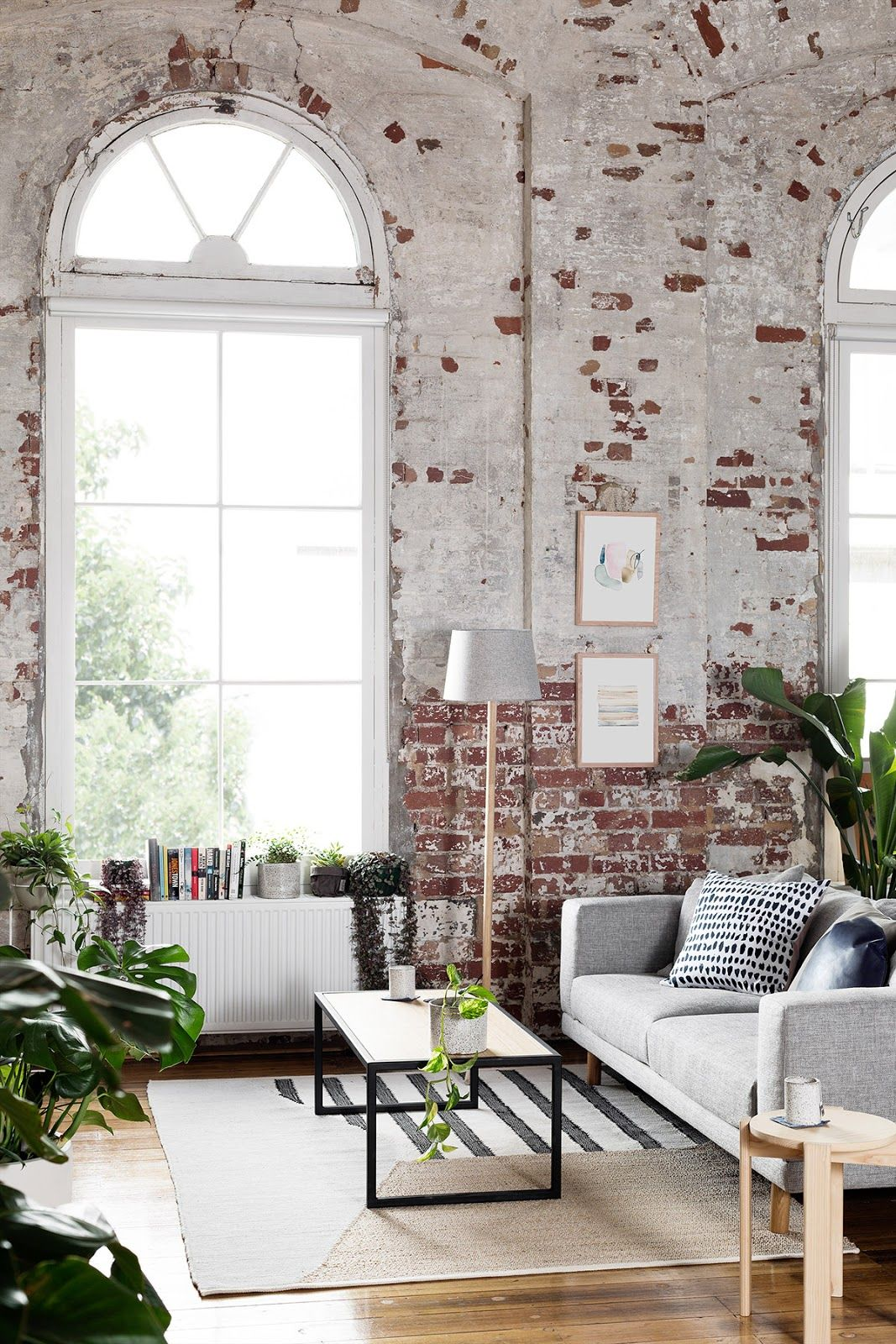 Um loft de onde nunca sair | Grey windows, Bricks and Living rooms