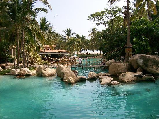 ¡Viaja a Acapulco reservando en www.vivaaerobus.com!