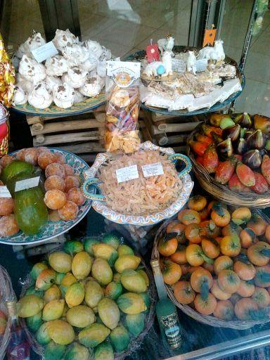 Almond paste and marzipan fruit in Taormina