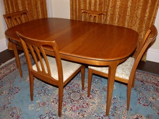 Unique Furniture Makers Table With 3 Leaves 4 Chairs 1