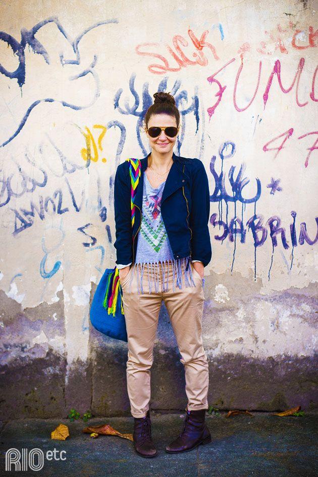RIOetc | Óculos | Estampas étnicas diretamente do Peru na blusa e na bolsa combinados com óculos, blusa, casaco e bota básicos.