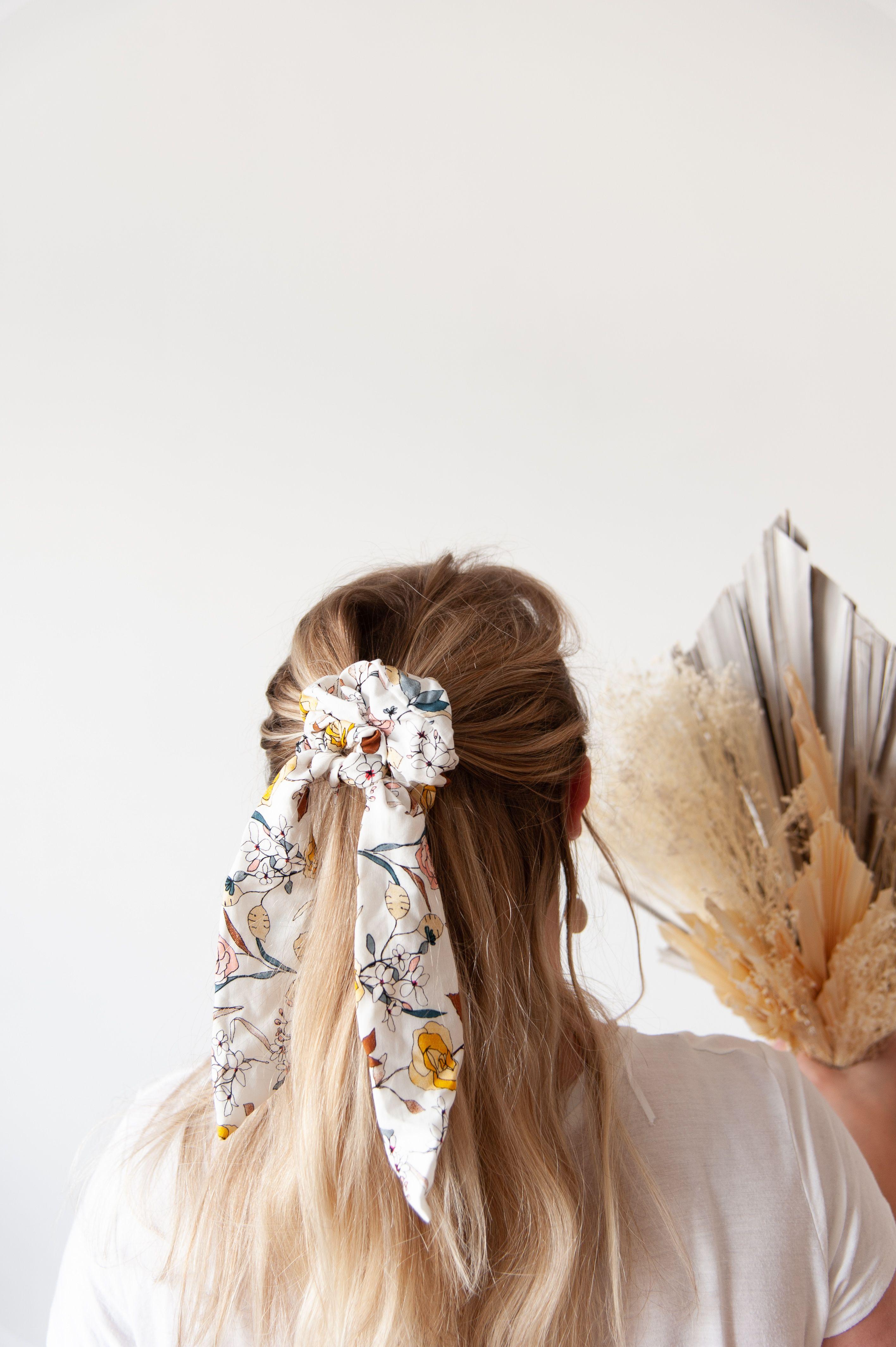 matériaux de haute qualité texture nette mode de luxe Coiffer ses cheveux avec un chouchou foulard en demi-couette ...