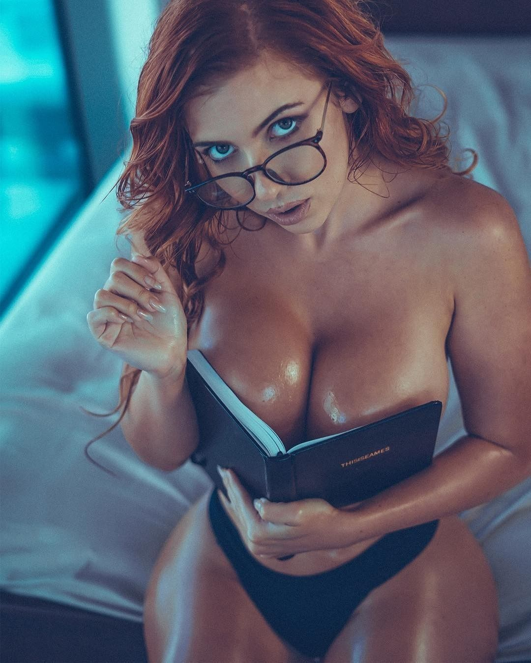 Pin On Sexy Babes Reading