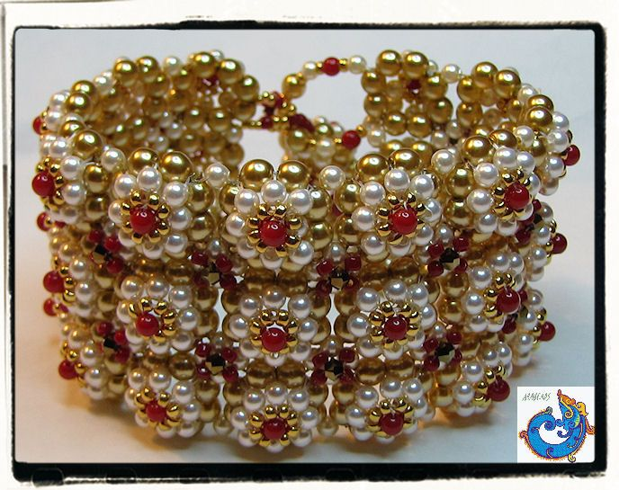 Ootheca Cuff Bracelet by Rachell Nelson-Smith in her book Seed Bead Fusion. Right Angle Weave layered. Primavera
