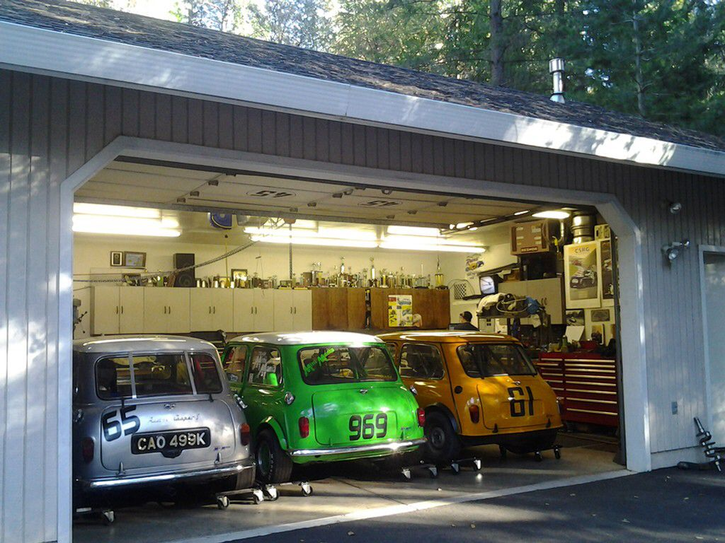Mini garage cool austin mini pinterest minis for Garage austin mini