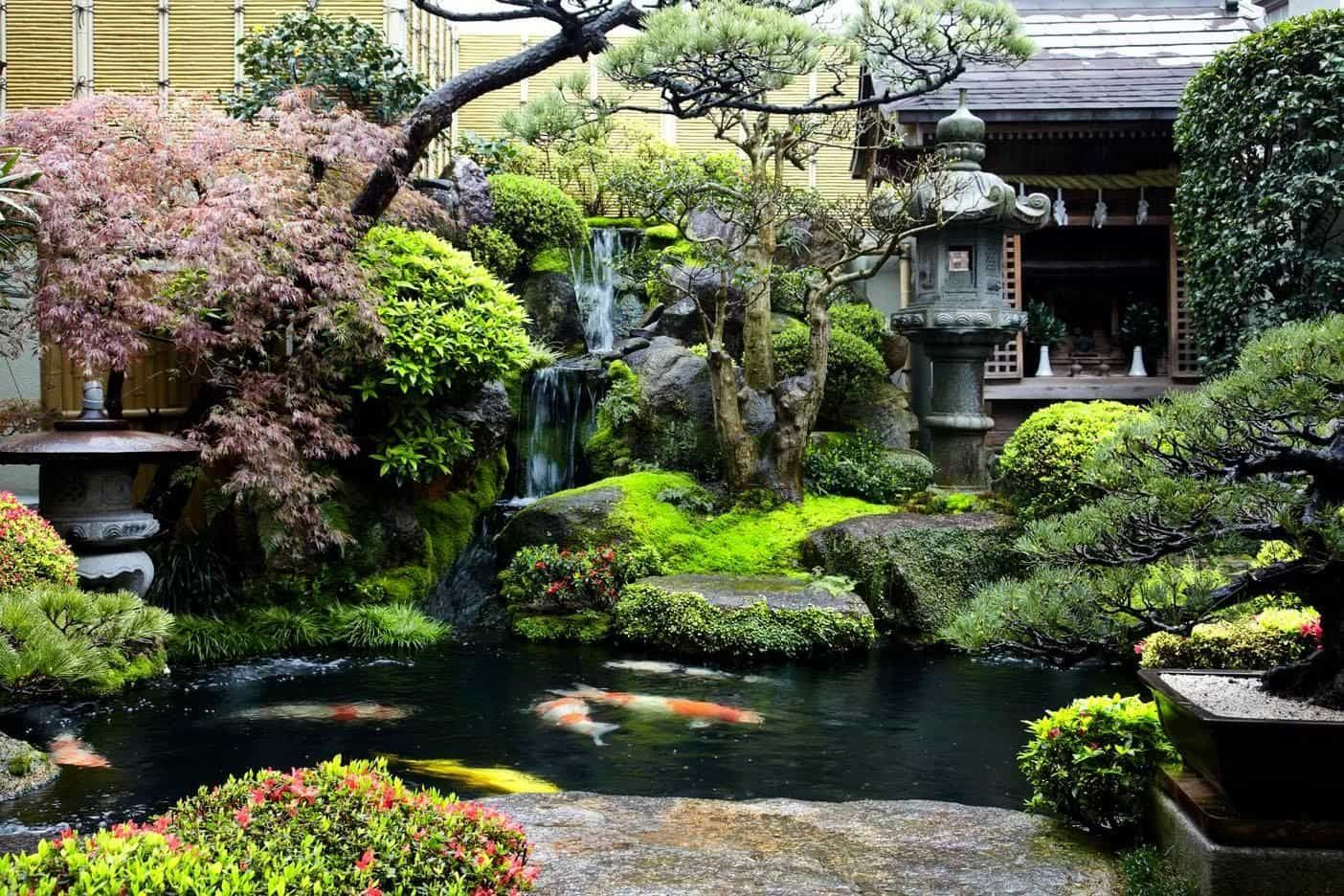 Backyard Japanese Water Garden With Ornaments