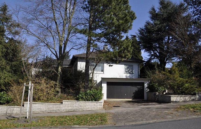 Einfamilienhaus mit Einliegerwohnung und Doppelgarage auf